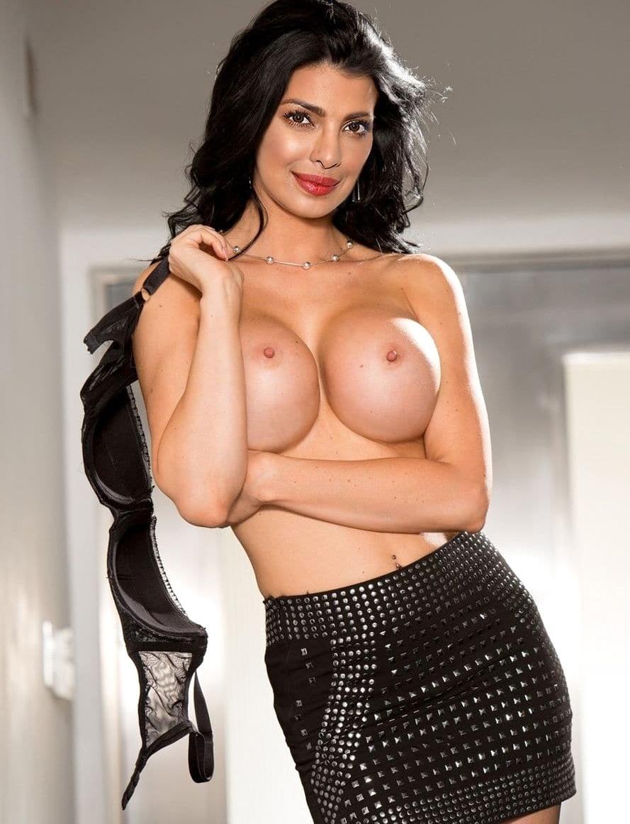 Sexy nude priyanka chopra in towel, culos en short fotos