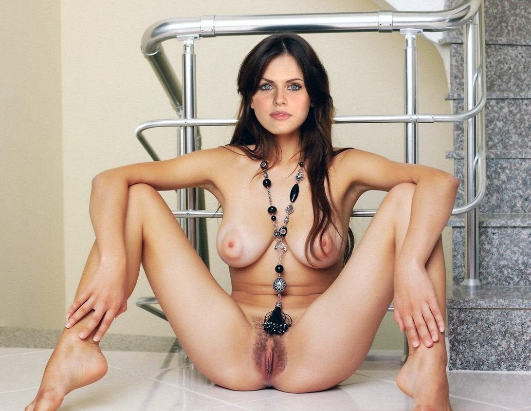 lianna-grethel-nude-fake-d-sexvilla-pose